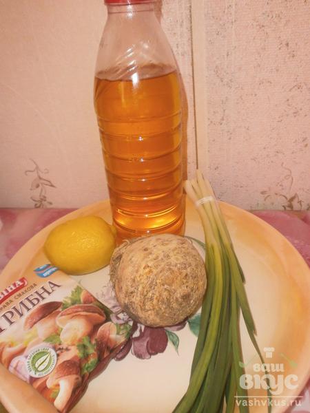 Салат с корнем сельдерея и зеленым луком