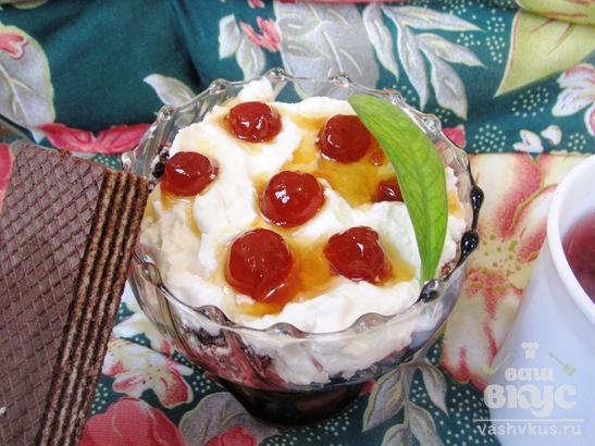 Творожный десерт с вафлями