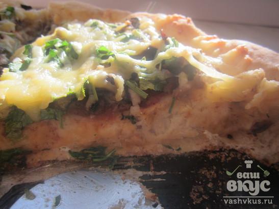 Классическая пышная пицца с мясом и грибами