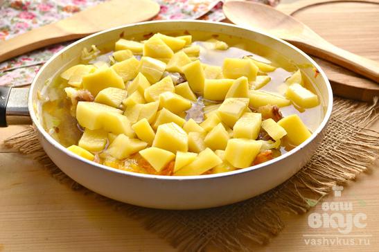 Капуста тушеная на сале с картофелем