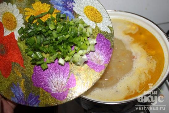 Суп с тушенкой, сыром, яйцом