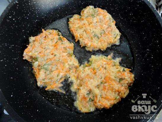 Морковно - картофельные драники с укропом