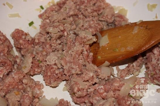 Картофельная запеканка с мясным фаршем и солеными огурцами