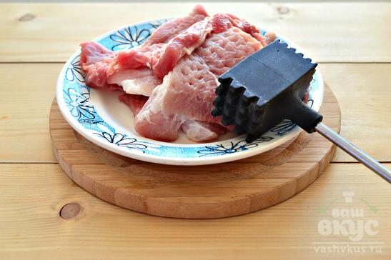 Отбивные из свинины в панировочных сухарях