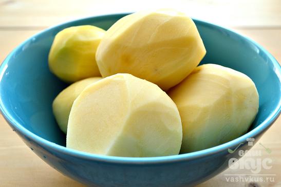 Отварной картофель с оливковым маслом и зеленым луком