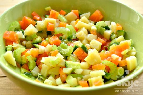 Постный картофельный салат с сельдереем