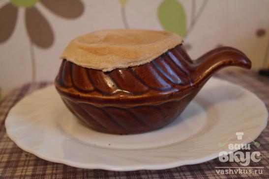 Картофель с мясом в горшочках