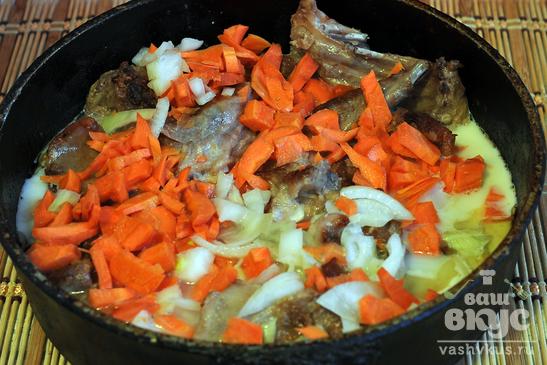 Кролик в кисломолочном соусе с рисом
