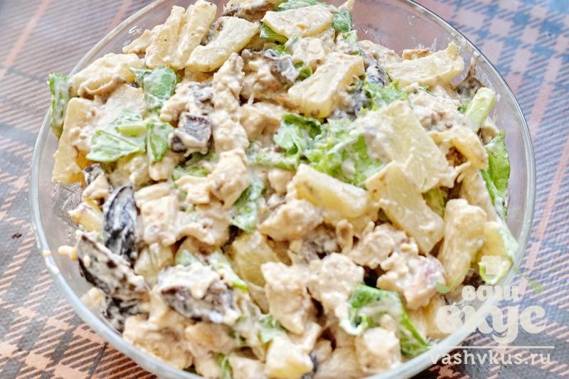 Рецепт салата с ананасами и курицей и черносливом