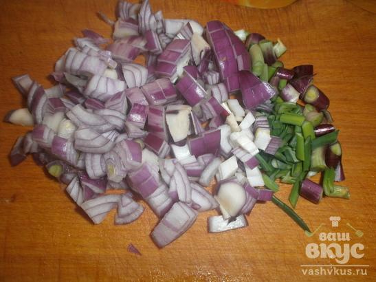 Салат с консервированной салакой, морковью и синим луком «Красивейшее чудо»
