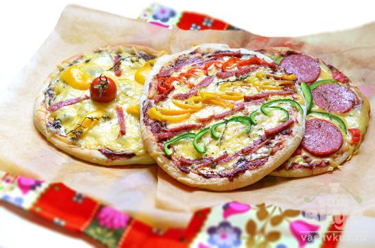 Яркая пицца на готовой основе