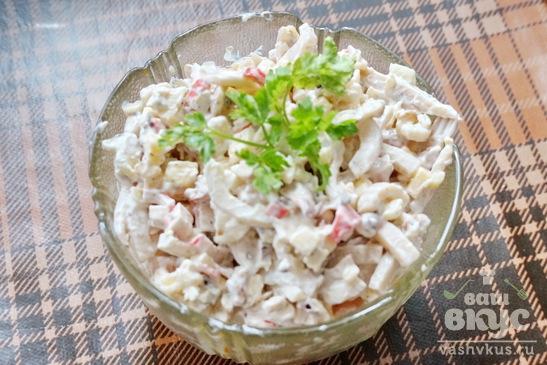 Салат с морепродуктами и сыром