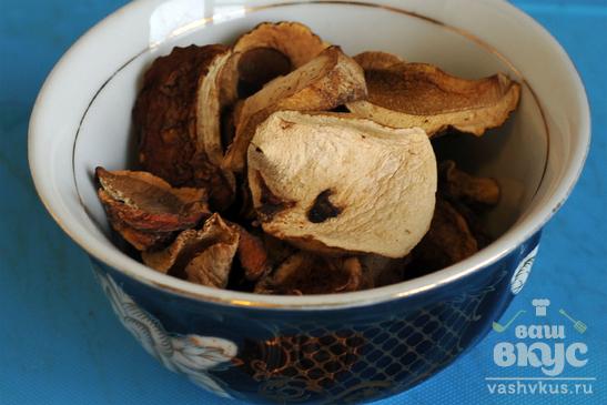 Щи с грибами и мясом