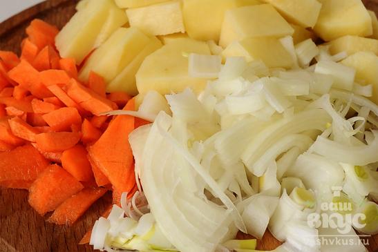 Мясная солянка с фасолью