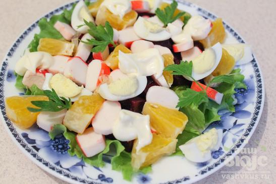 Салат со свеклой, крабовыми палочками и апельсинами