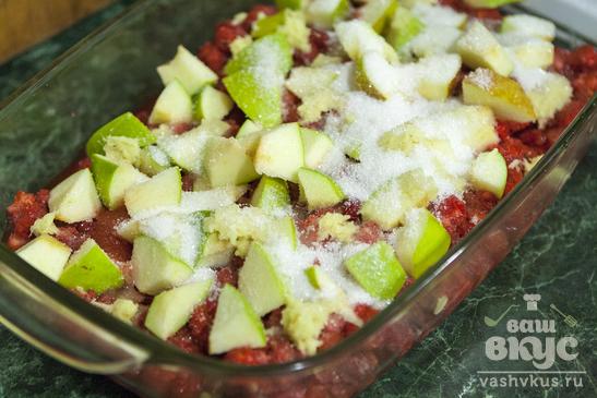 Крамбл с ягодами и яблоками