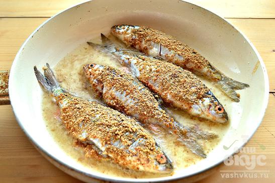 Речная рыба жареная в панировочных сухарях