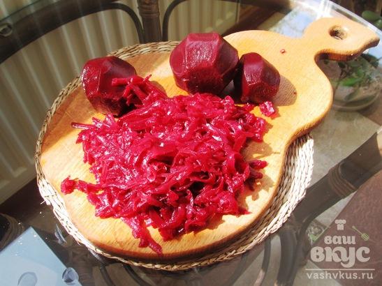 Свекольный салат с укропом и острой заправкой