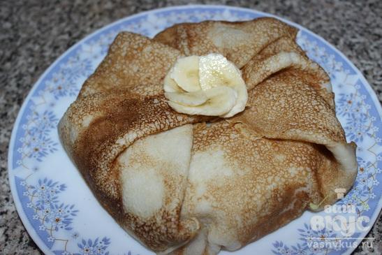Блинный торт с заварным кремом и бананом