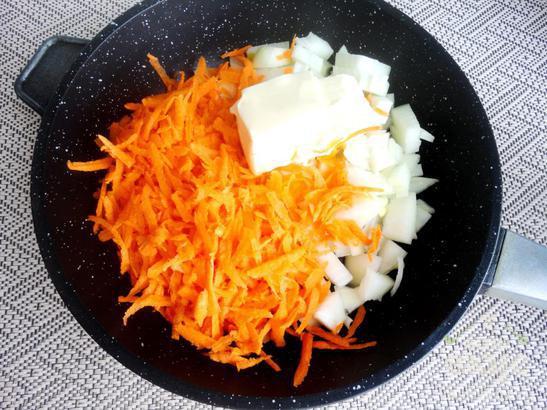 Нежный картофель на молоке с сосисками