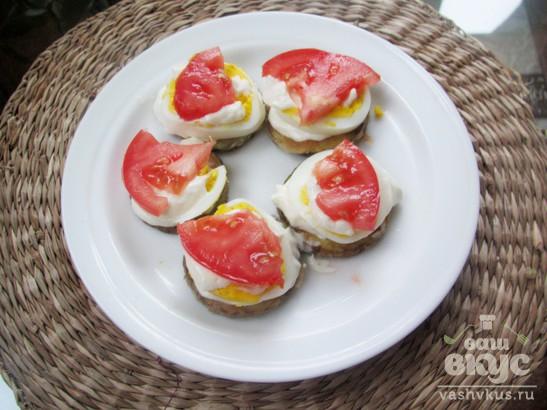 Закуска из цуккини и яйца с помидором