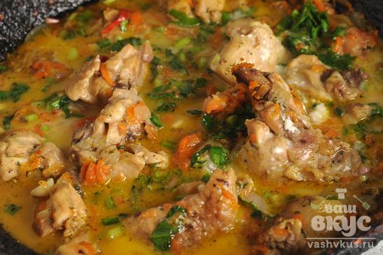 Рагу из курицы в мучном соусе