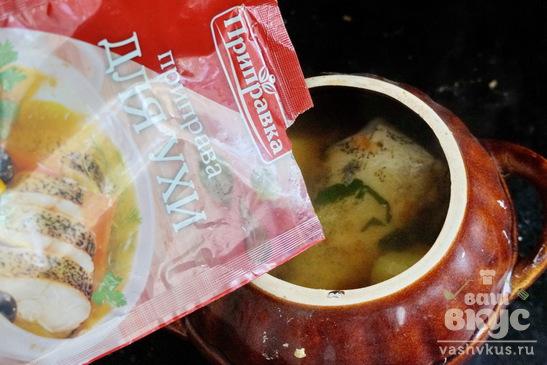 Рыбный суп из щуки в горшочках