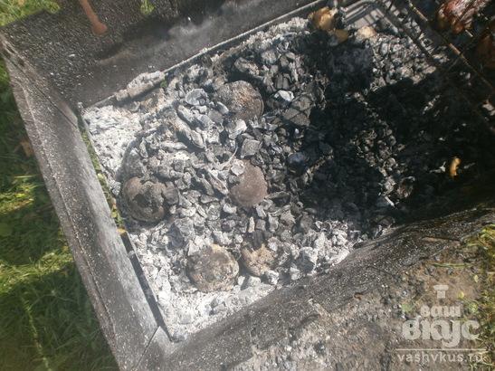 Печеная картошка на углях