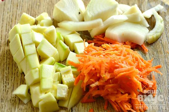 Икра из кабачков, лука и моркови