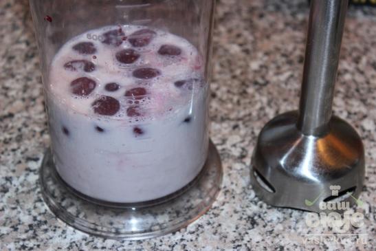 Молочный коктейль с вишней и какао