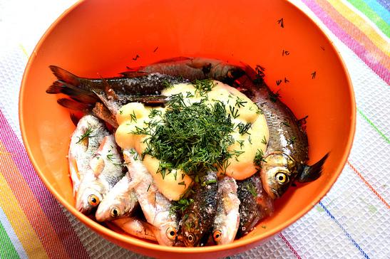 Мелкая речная рыба в духовке