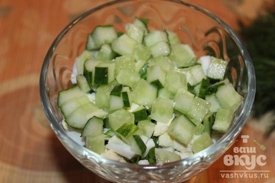 Салат с кукурузой, щавелем, огурцом