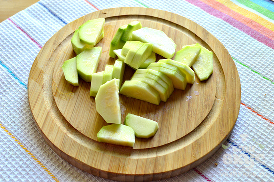Картофель, жаренный с кабачками и свежей зеленью