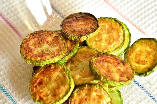 Овощной салат с кабачком и яйцом