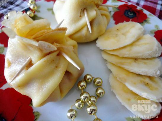 Блины с творогом, бананом и клубникой «Сюрприз в мешочке»