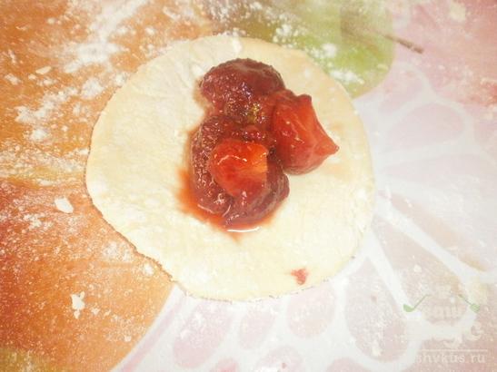Рецепт вареников с клубникой на воде с пошагово в