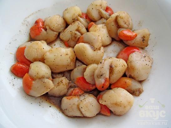 Пряные морские гребешки на сковороде