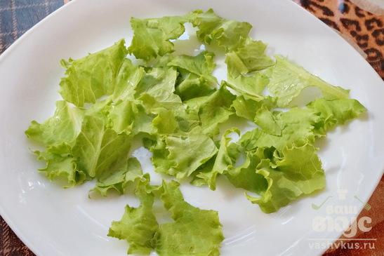 Салат из помидоров, огурцов и курицы