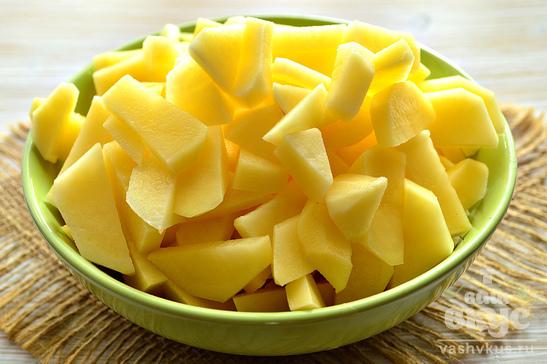 Закуска из сельди, лука и жареного картофеля