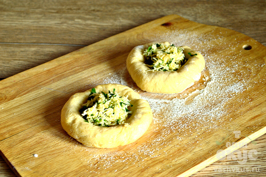 Сырные ватрушки с петрушкой