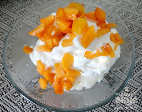 Корзинки с кремом, абрикосом и дыней