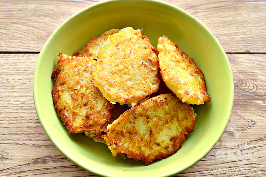 Картофельные оладьи с кабачком и сушеной зеленью
