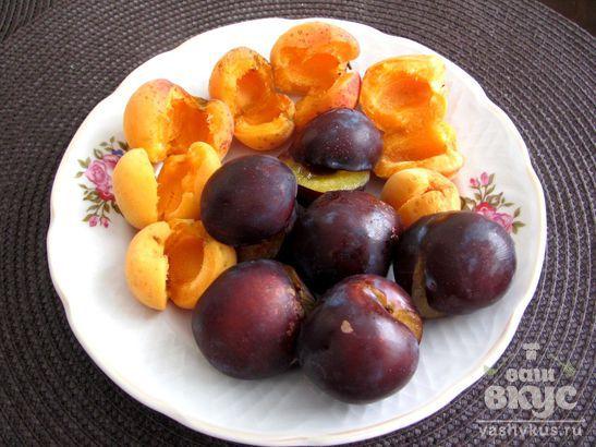 Компот из абрикосов и сливы