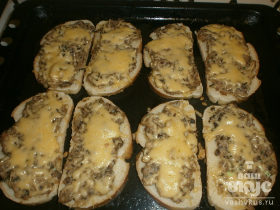 Бутерброды с консервами, запеченные в духовке