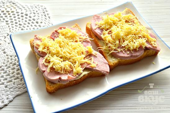 Быстрые горячие бутерброды в микроволновке