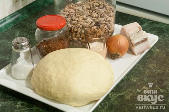 Пирожки с фасолью и салом