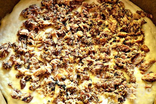 Заливной пирог с рыбными консервами
