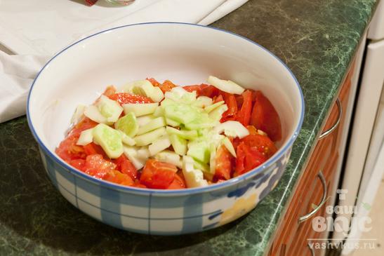 Салат уйсун с творогом и помидорами