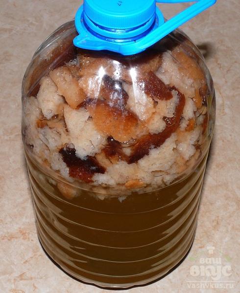 Квас домашний с мёдом и изюмом