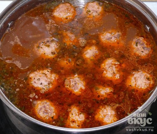 Фасолевый суп с фрикадельками и пряными травами
